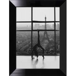 Obraz kobieta na tle Paryża