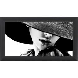 Obraz azjatka w kapeluszu