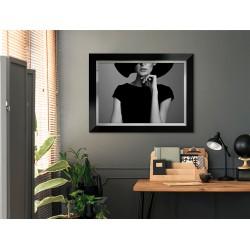 Obraz elegancka kobieta w czarnym kapeluszu