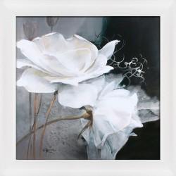 dekoracja ścienna z białymi różami